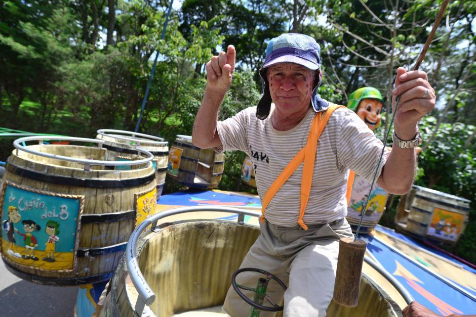 El Chavo del 8 tiene su rueda de barriles en la feria. (Foto: Wilder López/Soy502)