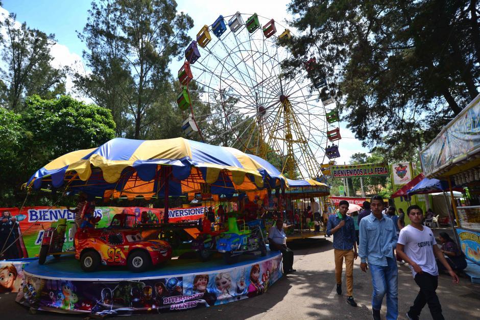 Los niños pueden divertirse en la rueda de carritos. (Foto: Wilder López/Soy502)