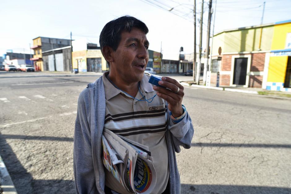 Con su gorgorito le pita a todos los que pasan a su alrededor. (Foto: Wilder López/Soy502)