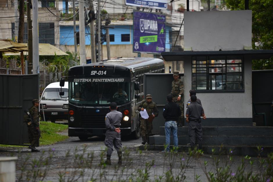 Militares son los que resguardan y permiten el ingreso de visitas y personal del Sistema Penitenciario a Mariscal Zavala. (Foto: Wilder López/Soy502)