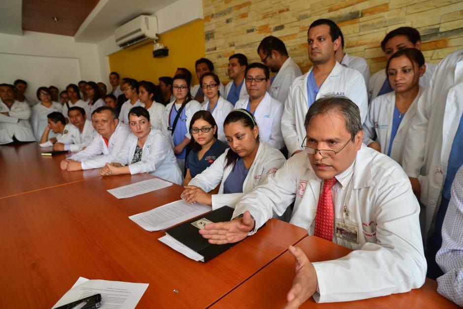 El cuerpo médico del hospital se unió para dar una conferencia de prensa y revelar los problemas que enfrenta el centro. (Foto: Wilder López/Soy502)