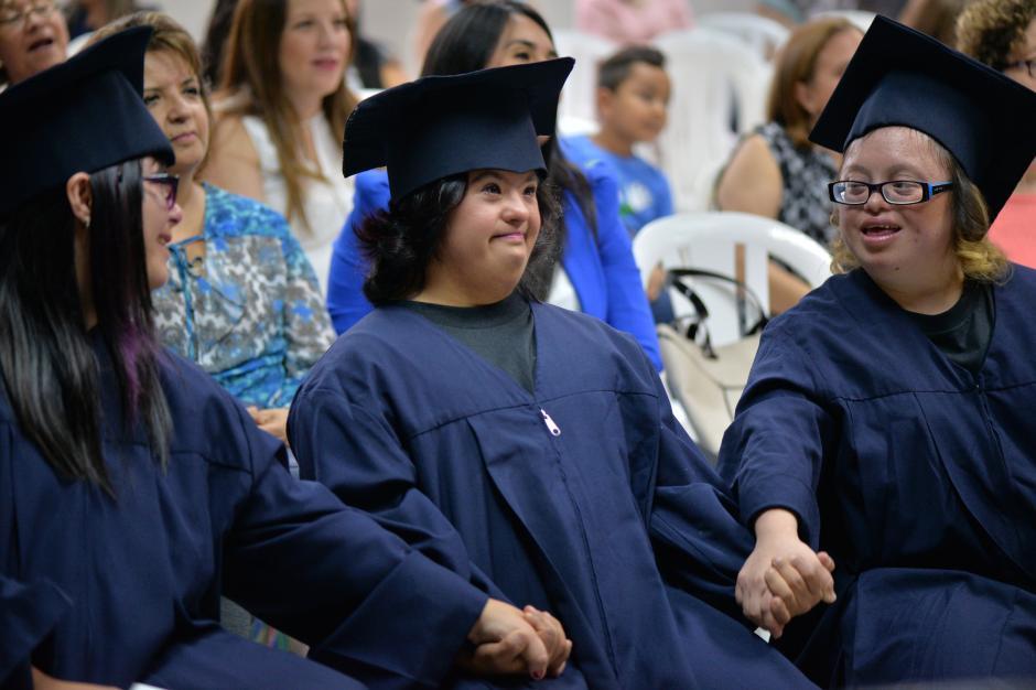 Estefanía Mijangos (centro) no podía contener los nervios. (Foto: Wilder López/Soy502)