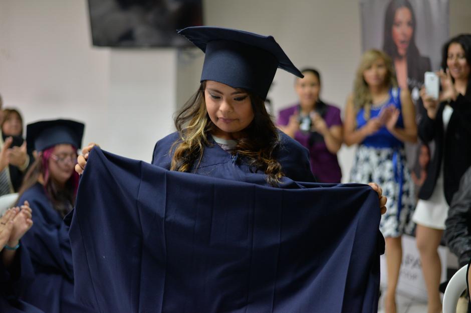 Sharon Girón fue otra de las que logró culminar el curso de Auxiliar de Estilista. (Foto: Wilder López/Soy502)