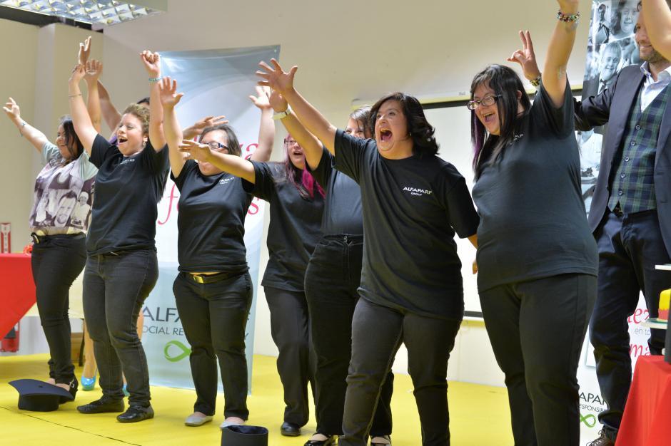 Tras el acto, las estudiantes celebraron con gritos. (Foto: Wilder López/Soy502)