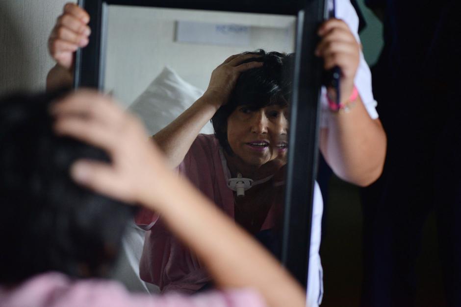 Las pacientes fueron maquilladas y recibieron su peluca de cabello sintético. (Foto: Wilder López/Soy502)