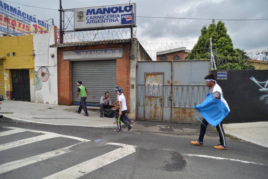 Algunos no han tenido la condición física para realizar el recorrido. (Foto: Wilder López/Soy502)