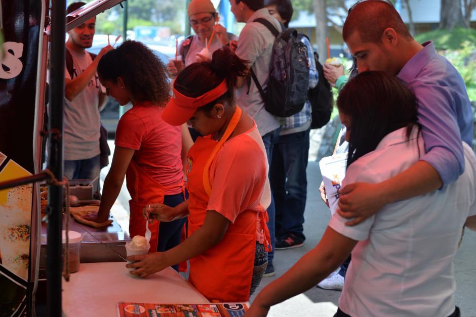 En la Usac ha impactado a los estudiantes que buscan en los días calurosos una refrescante granizada. (Foto: Wilder López/Soy502)