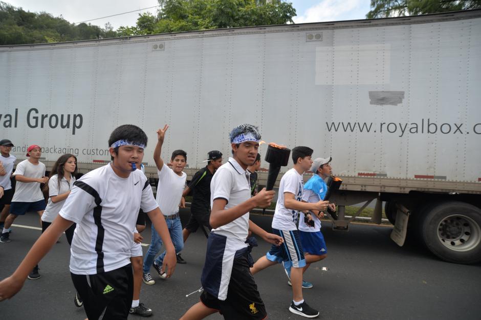 La mayoría de los corredores son estudiantes de distintas partes de la ciudad. (Foto: Wilder López/Soy502)