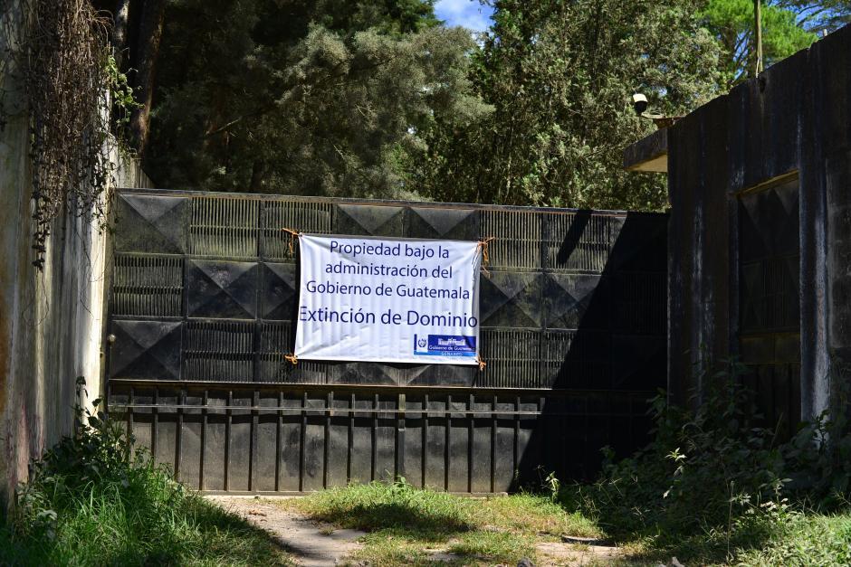 A unos cuantos metros existe otra propiedad en extinción de dominio. (Foto: Wilder López/Soy502)