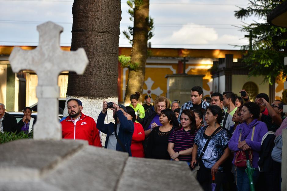 Turistas de todas la edades se dieron cita en el Cementerio General para participar en el primer evento de esta clase en la ciudad de Guatemala. (Foto: Wilder López/Soy502)