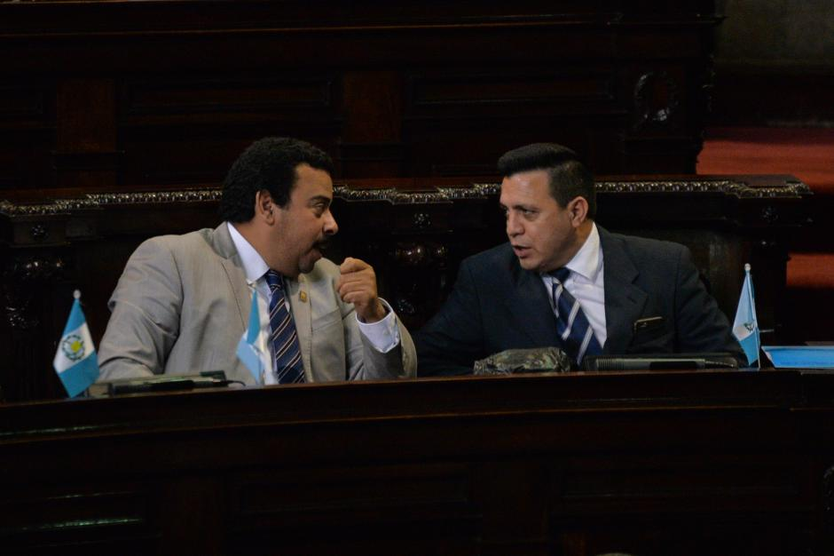 Rodas también conversó con Rolando Pérez, quien buscó su reelección con el MR, pero no la logró. Había integrado los bloques del PP y la UNE. (Foto: Wilder López/Soy502)