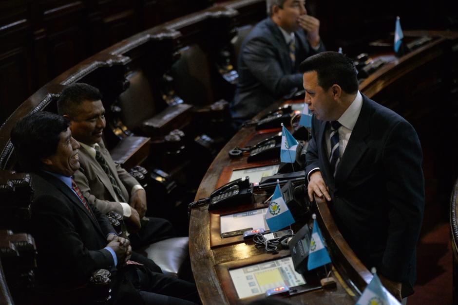 Rodas conversó con otros diputados del PP. (Foto: Wilder López/Soy502)