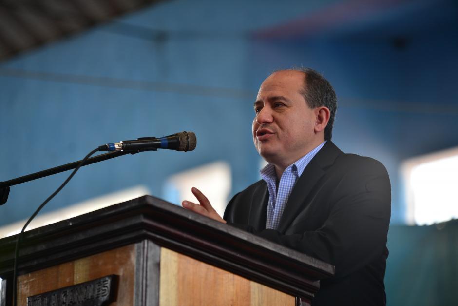 Roberto Marroquín, gerente general de Microsoft Guatemala, habla del lanzamiento a nivel mundial de Windows 10.(Foto: Wilder López/Soy502)