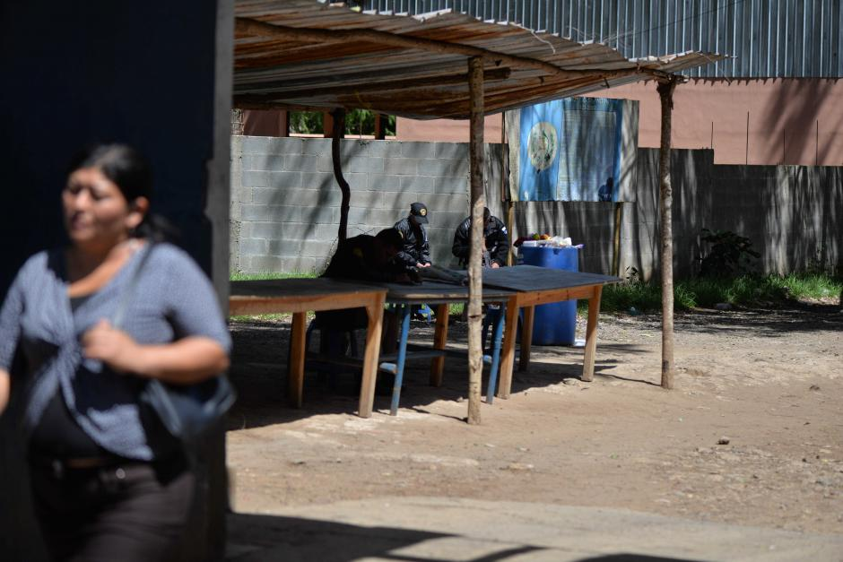 Muchas personas llegaron a intentar visitar a sus familiares pero no lo lograron. (Foto: Wilder López/Soy502)