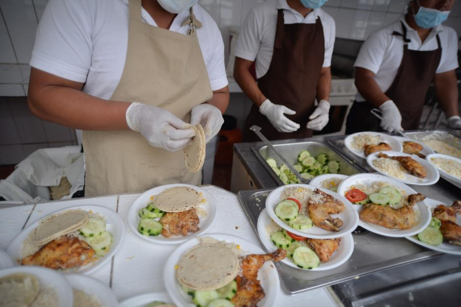 El Estado les proporciona tres tiempos de comida a los adolescentes. (Foto: Wilder López/Soy502)