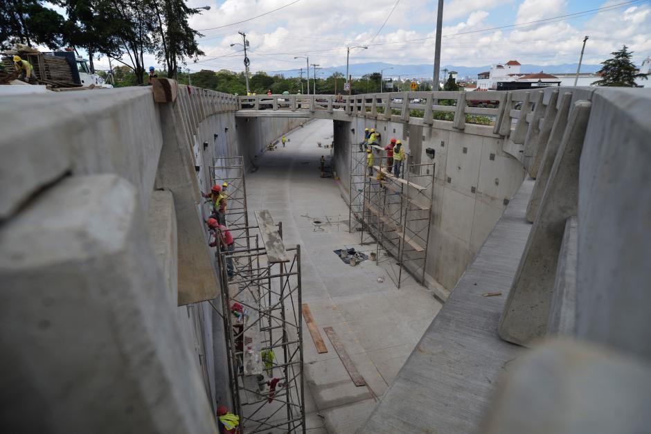 Los pasos a desnivel tratan de aliviar el cargado tráfico de la ciudad de Guatemala. (Foto: Wilder López/Soy502)