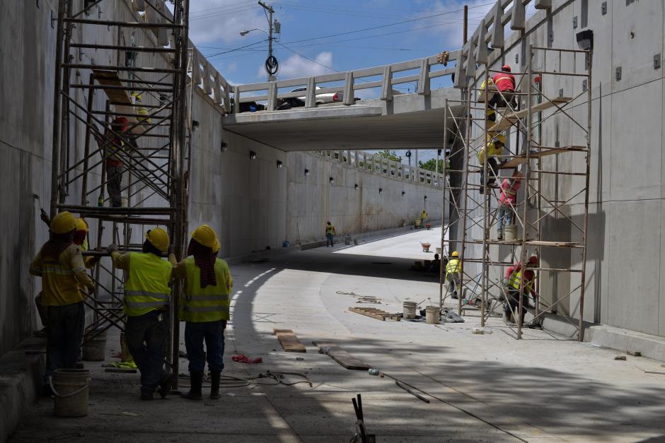 Los trabajadores apresuran la obra para entregarla en los próximos días. (Foto: Wilder López/Soy502)