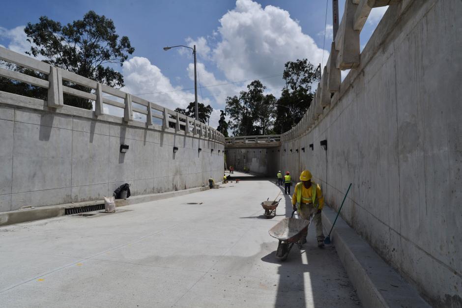 Cerca de nueve meses tomó la construcción de este viaducto en la zona 16. (Foto: Wilder López/Soy502)