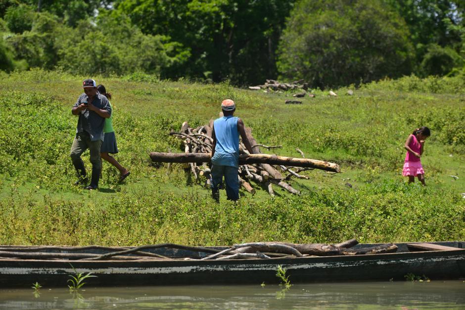 A los pobladores de comunidades cercanas se les ha advertido de no consumir peces del río, ni venderlos por riesgo de envenenamiento. (Foto: Wilder López/Soy502)