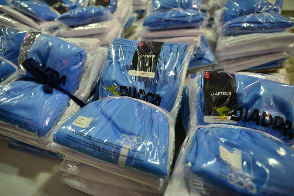Los uniformes para los atletas guatemaltecos han sido entregados en la fábrica, ellos deben ir a recogerlos. (Foto: Wilder López/Soy502)