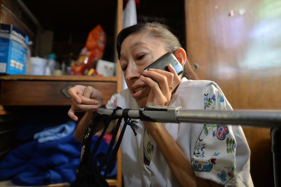 Otra forma de comunicarse con ella es a través de su número de teléfono: 5988-0826. (Foto: Wilder López/Soy502)