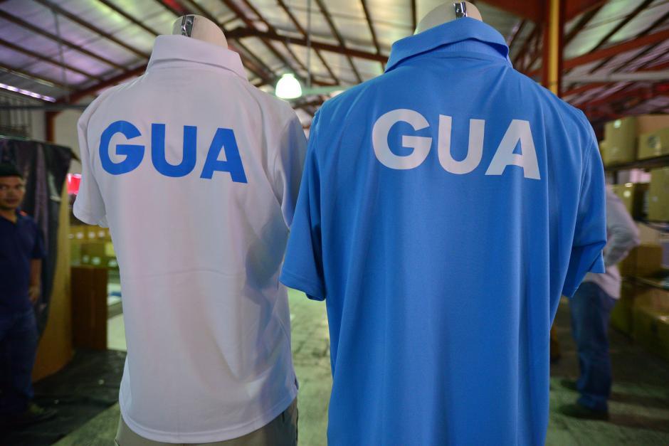 Luego de mucha incertidumbre, los atletas han recibido los uniformes un día antes de viajar, y deben acudir a tallarselos en la fábrica. (Foto: Wilder López/Soy502)