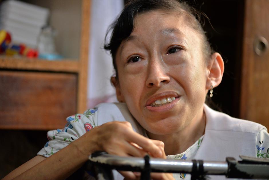 Claudia comenta que uno de sus sueños es encontrar un trabajo con un salario fijo. (Foto: Wilder López/Soy502)