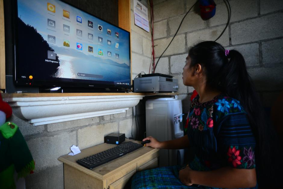 El dispositivo es pequeño y se puede conectar directamente a los televisores.(Foto: Wilder López/Soy502)