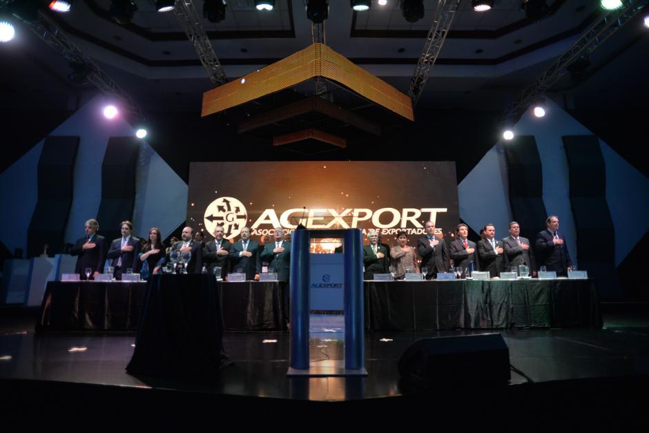 El cuadro de honor estuvo compuesto por diferentes ministros, viceministros y otros funcionarios públicos.(Foto: Wilder López/Soy502)