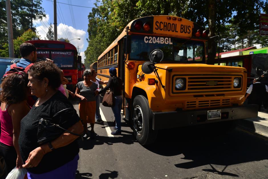Personas fueron acarreadas de la zona 21 para el cierre de campaña. (Foto: Wilder López/Soy502)