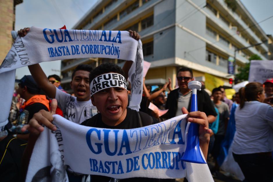 """Guatemala, """"afuera corruptos"""" y """"basta de corrupción"""" también fueron de los términos más utilizados. (Foto: Wilder López/Soy502)"""