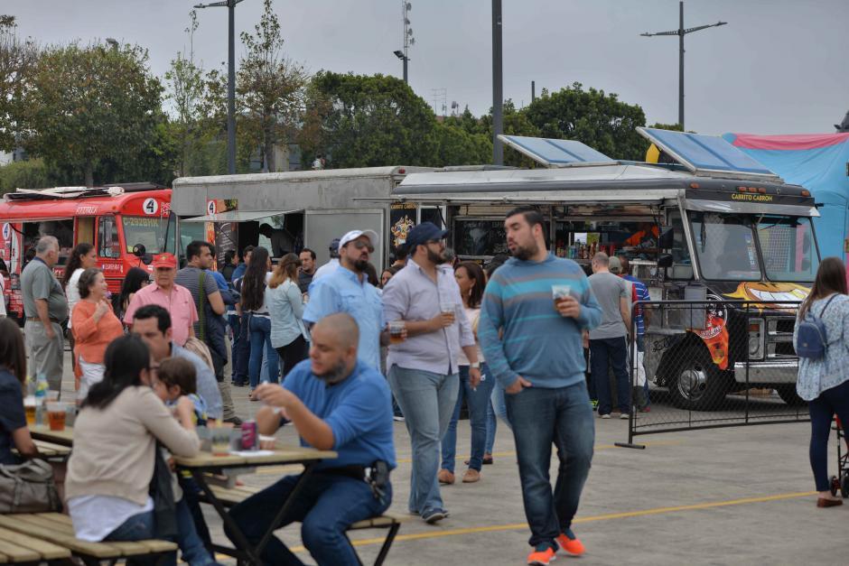 Los foodtrucks ofrecen una amplia variedad de comida. (Foto: Wilder López/Soy502)