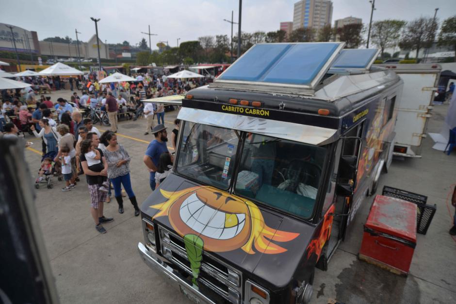 Los foodtrucks están pintados de forma personalizada. (Foto: Wilder López/Soy502)
