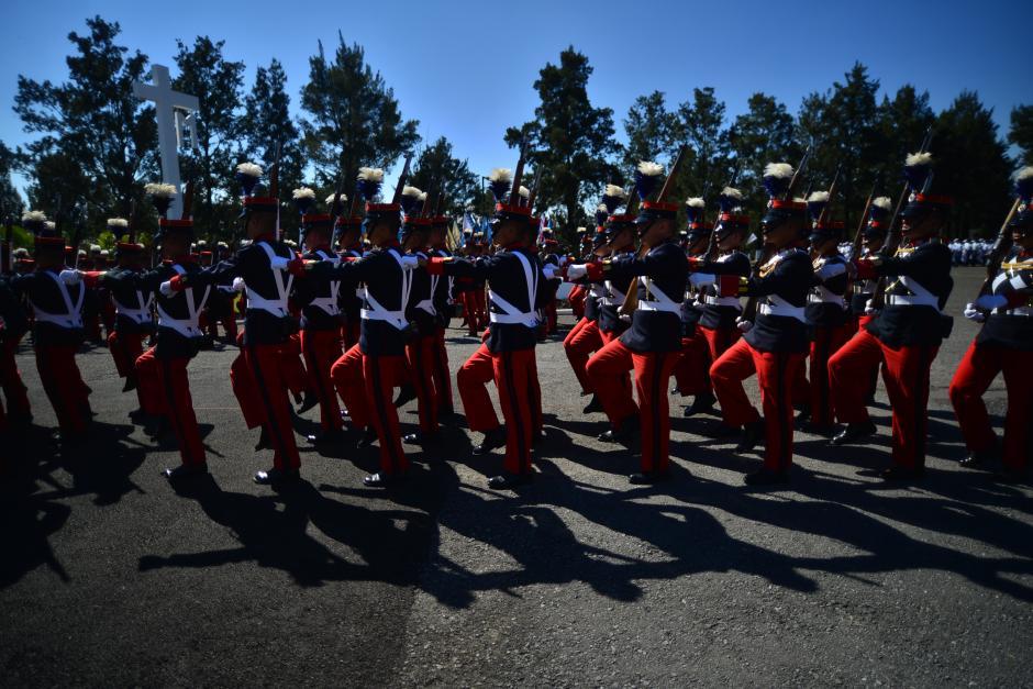Las tropas que participaron en el Desfile de Honor le dieron el saludo al nuevo Comandante General del Ejército de Guatemala. (Foto: Wilder López/Soy502)