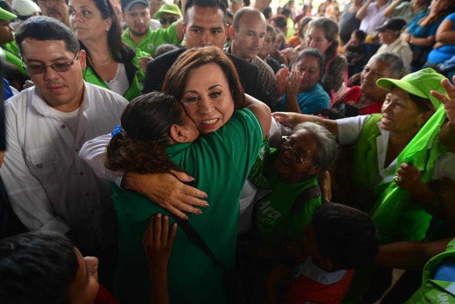 La llegada de la candidata presidencial se dio contra el tiempo límite para realizar el cierre de campaña. (Foto: Wilder López/Soy502)