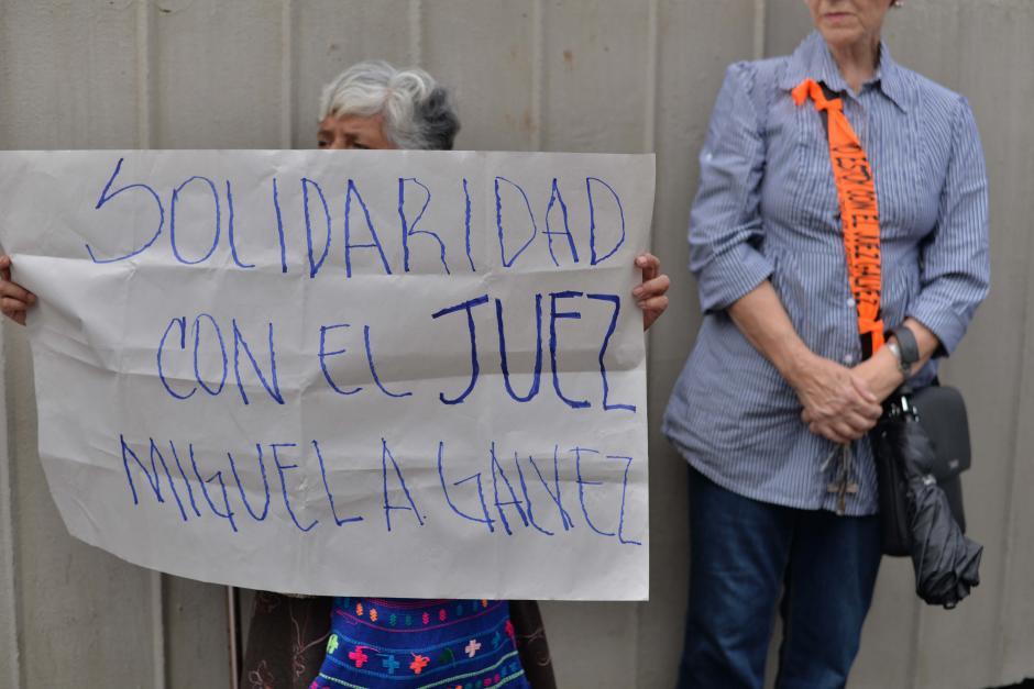 Las muestras de apoyo se hicieron presentes durante la manifestación. (Foto: Wilder López/Soy502)
