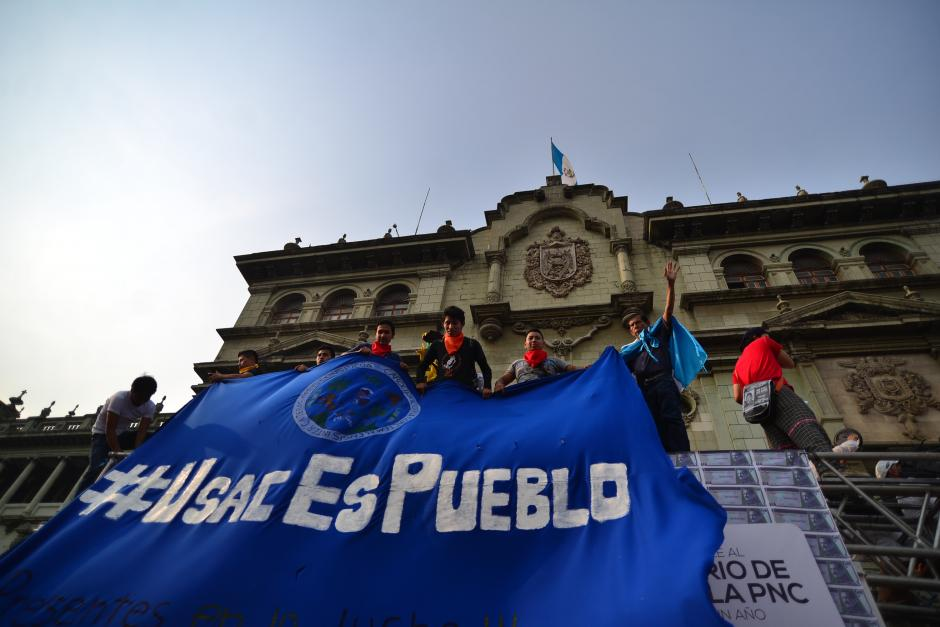 """La Usac se hizo presente y llevaba como consigna el """"hashtag"""" #UsacEsPueblo. (Foto: Wilder López/Soy502)"""