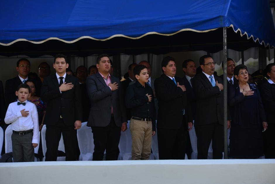 Familia de Jimmy Morales también estuvo presente durante la entrega del Bastón de Mando. (Foto: Wilder López/Soy502)