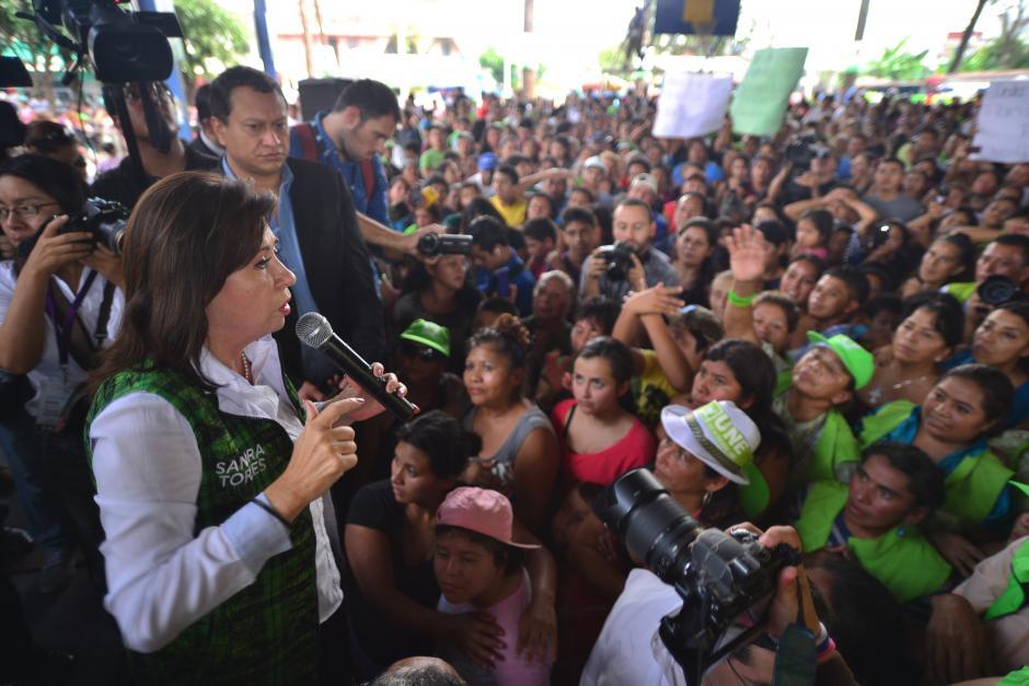 Durante el cierre de campaña Sandra Torres les indicó a simpatizantes que ella trabajará por la continuidad de los programas sociales. (Foto: Wilder López/Soy502)