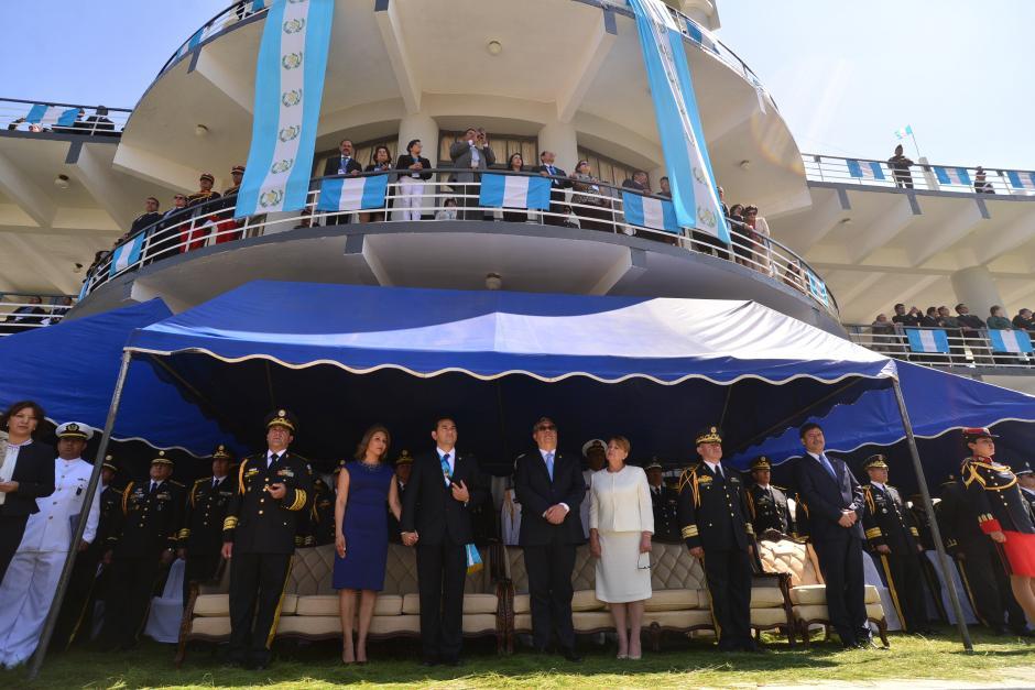 La Tribuna de Honor fue adecuada para celebrar el acto de la entrega del Bastón de Mando. (Foto: Wilder López/Soy502)