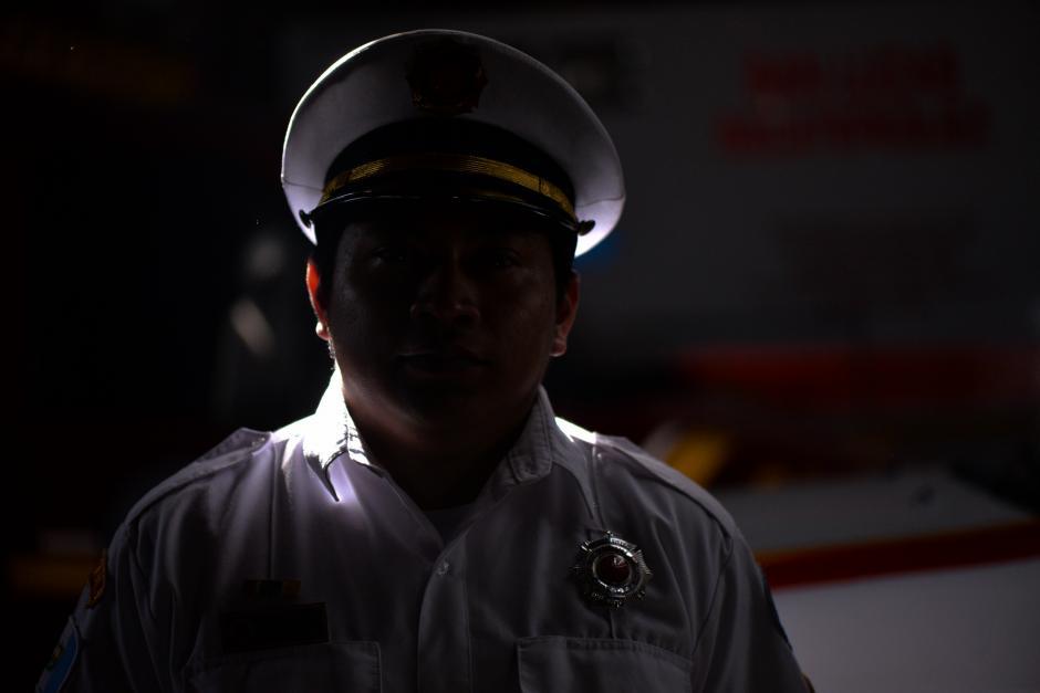 A sus 27 años, Henry es cabeza de su hogar y continúa trabajando como ayudante de electricista. (Foto: Wilder López/Soy502)
