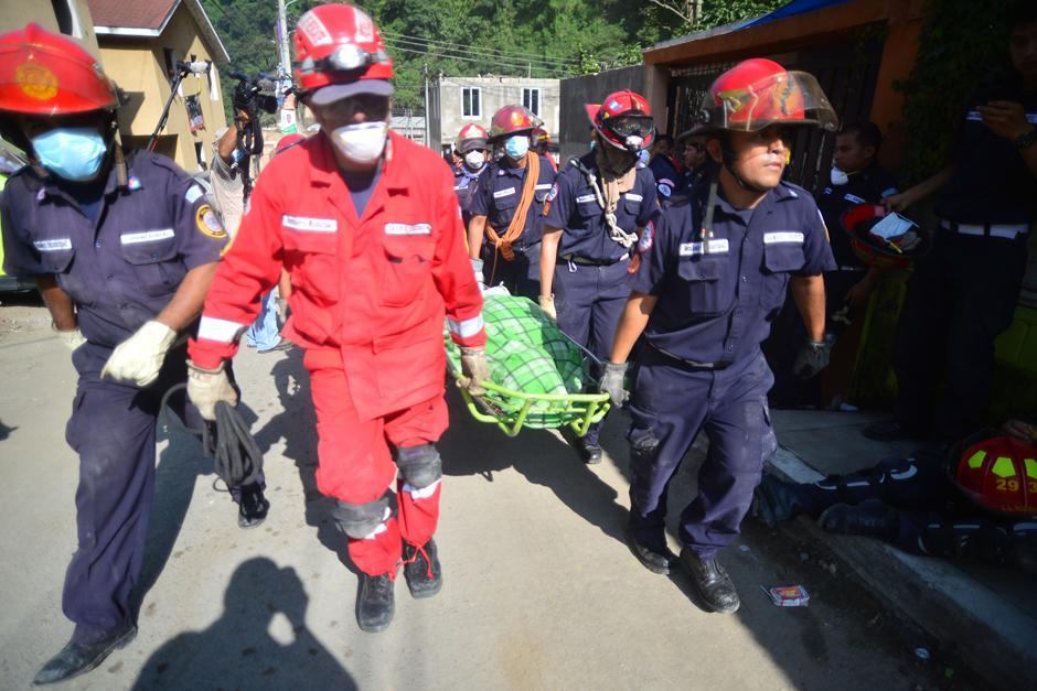 Este domingo, sólo cuerpos de socorro y técnicos para descombrar están en el área de desastre. (Foto: Alejandro Balan/Soy502)