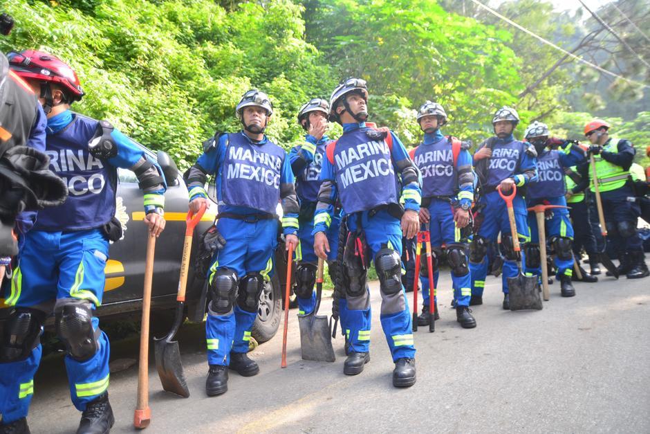 Rescatistas mexicanos llegan a la zona del desastre en El Cambray II.(Foto: Alejandro Balan/Soy502)