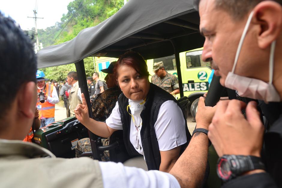 Eunice Mendizábal, Ministra de Gobernación, se hizo presente este día al lugar de la tragedia.(Foto: Alejandro Balan/Soy502)