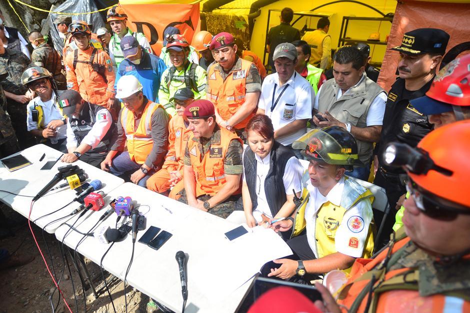 Autoridades involucradas en las labores de rescate, dan a conocer detalles del trabajo efectuado este domingo.(Foto: Alejandro Balan/Soy502)