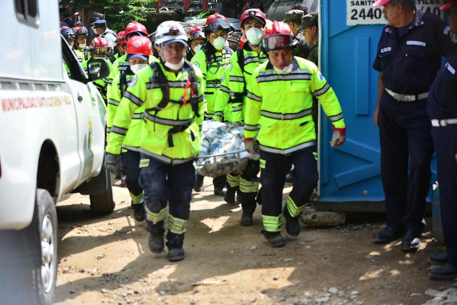El número de víctimas mortales rescatadas ha incrementado en el tercer día de trabajos de rescate.(Foto: Alejandro Balan/Soy502)