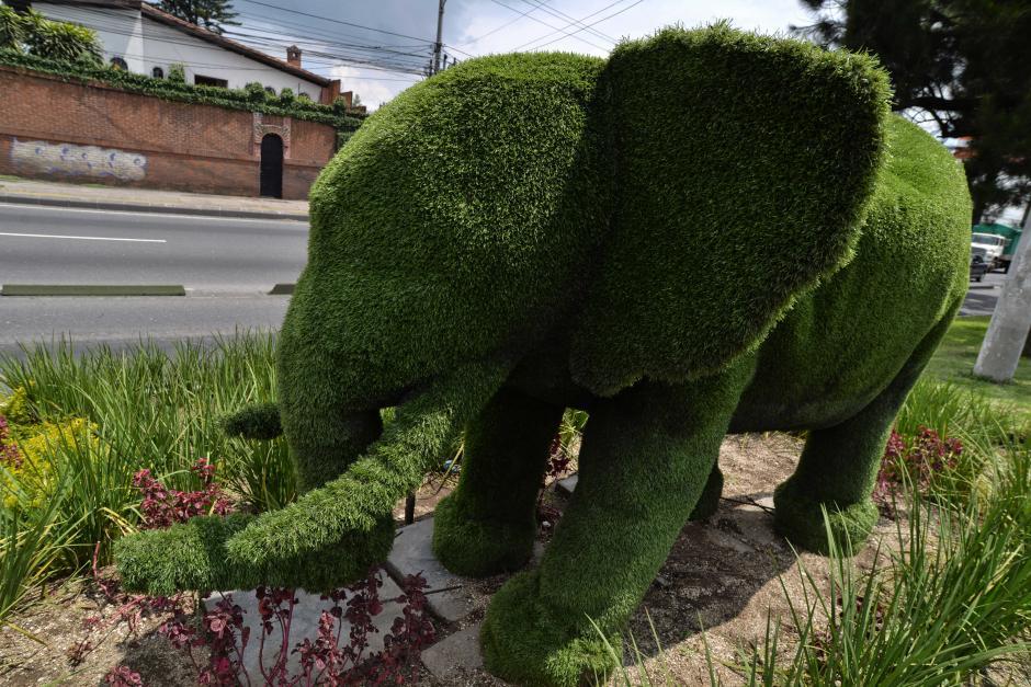 """""""Próspero"""" es el nombre del elefante que fue ubicado en la calzada Aguilar Batres y 47 calle. (Foto: Wilder López/Soy502)"""