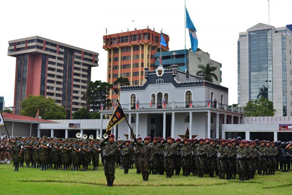 El evento del saludo del Ejército al nuevo Presidente sucedió en el Ministerio de la Defensa Nacional. (Foto: Wilder López/Soy502)