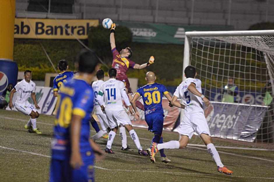 El guardameta cobanero silenció el grito de gol crema en más de una ocasión. (Foto: José Dávila/Soy502)