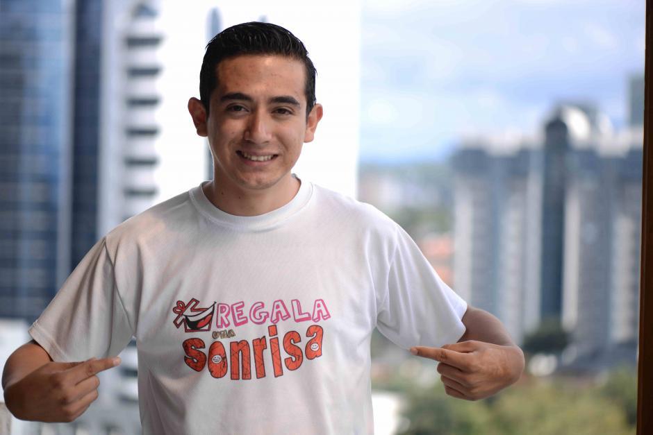 Ricardo Durán fundó Regala una Sonrisa en 2012 luego del fallecimiento de su papá. (Foto: Wilder López/Soy502)